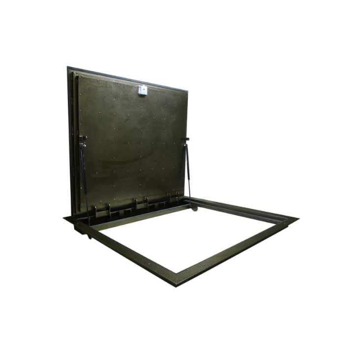металлический люк в подвал